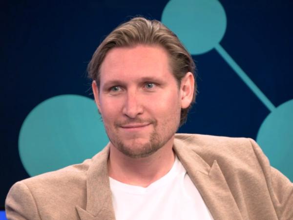 [Nederlands MediaNetwerk TV] Geert Doek over conversie verhogen, het aanpassen van content en touch, tell, sell